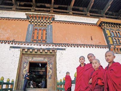 dzong_monks-jpg